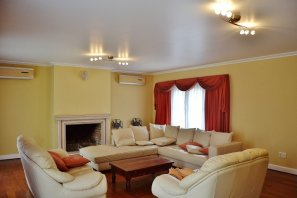 Livingroom-of-Large-Home-in-Buceo-Area-Montevideo