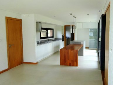 1338-Kitchen-of-Modern-Home-in-Lagos-Montevideo