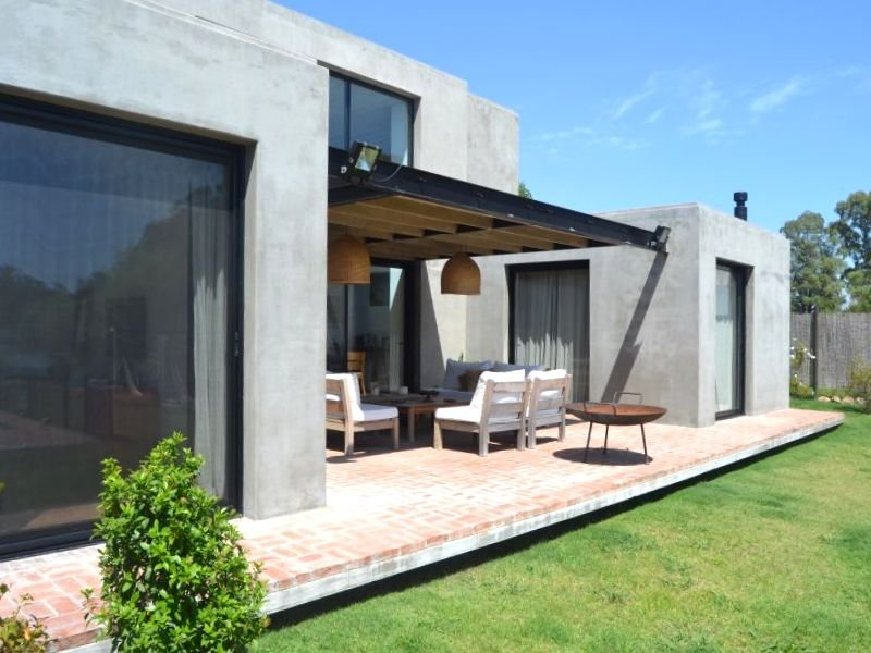 1413-Lake-Home-in-Lagos-Montevideo