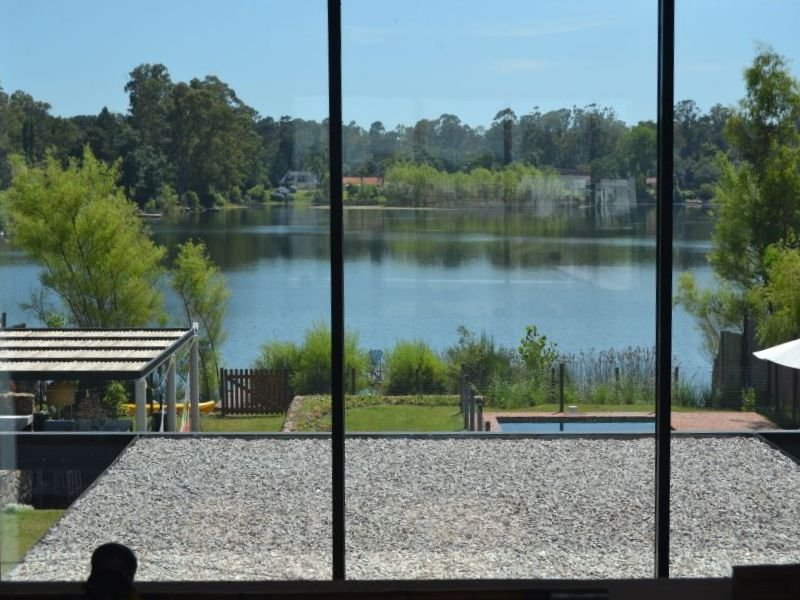 1413-View-of-Lake-Home-in-Lagos-Montevideo
