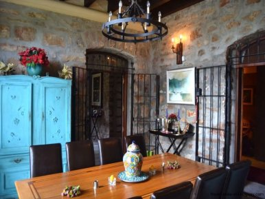 Dining-at-Farm-House-San-Luis-Montevideo