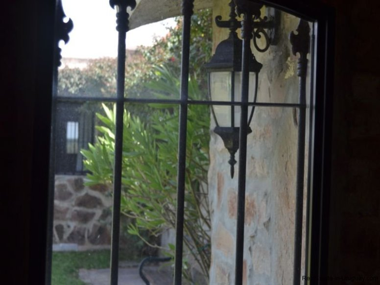 Gate-to-Farm-House-San-Luis-Montevideo