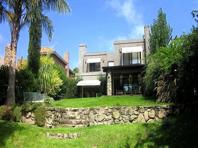 Back-of-Lake-House-in-Carrasco-Montevideo