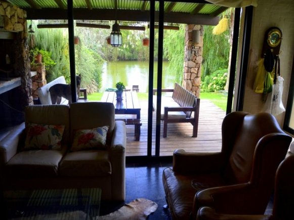 Livingroom-of-Lake-House-in-Carrasco-Montevideo
