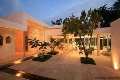 20005-Evening-Shot-of-Modern-Villa-in-Tumbaco