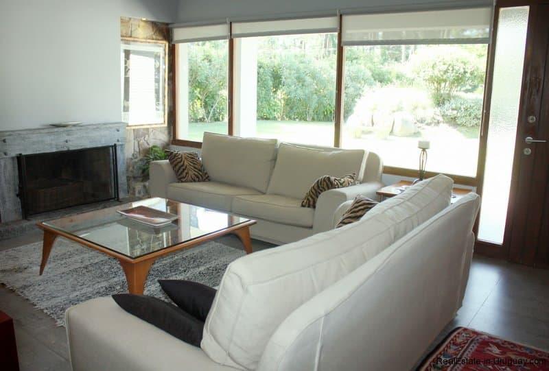Living-of-Charming-Bungalow-in-Punta-del-Este