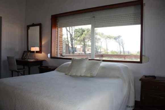 4478-Master-Bedroom-of-Brick-Home-in-La-Barra