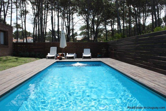 4478-Pool-of-Brick-Home-in-La-Barra