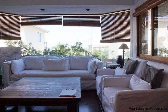 4478-Sitting-Area-of-Brick-Home-in-La-Barra