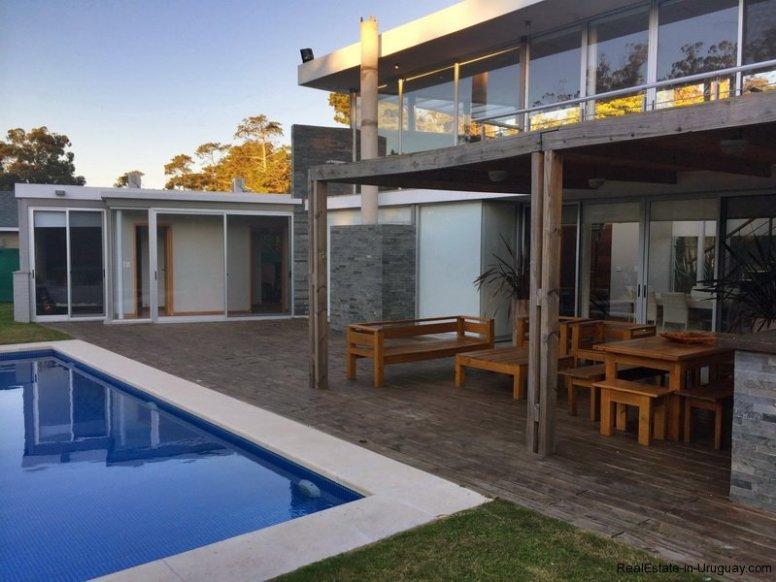 5666-Backyard-of-Modern-Beverly-Hills-Home-Punta-del-Este