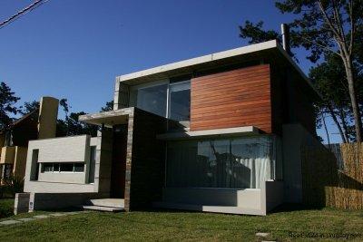 5667-Front-of-Modern-Pool-Home-Punta-del-Este