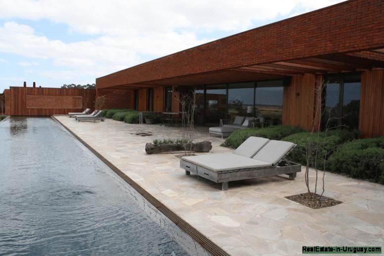 17.5685-Pool-of-Amazing-Villa-in-Fasano