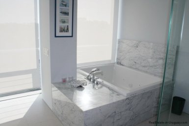 5737-Bathroom-of-Large-Penthouse-on-Brava