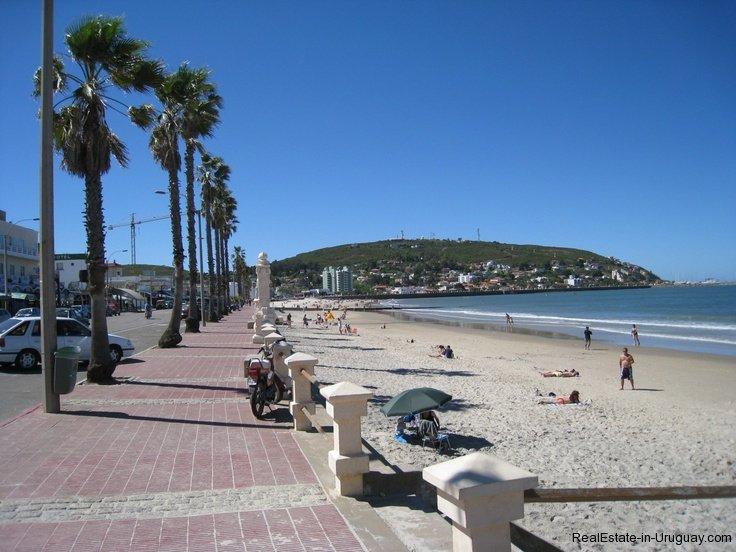 Rambla Beach-in-Piriapolis-Uruguay