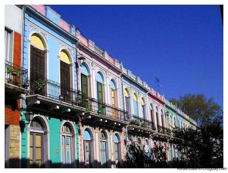 Street-Montevideo-Uruguay