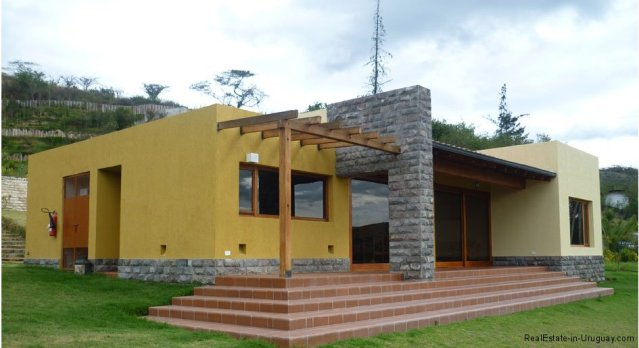 20003-Two-Modern-Homes-in-Andean-Mountains-Front