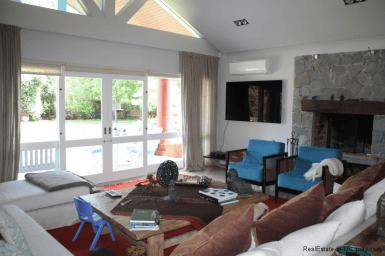 5721-Home-in-Beverly-Hills-Punta-del-Este-Living-Room