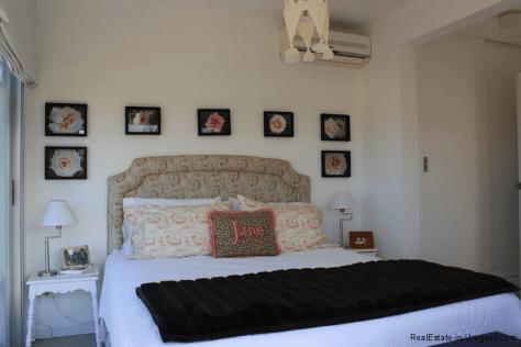 Small-Beach-House-Santa-Monica-Bedroom