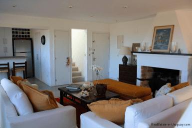 Small-Beach-House-Santa-Monica-Living-Room