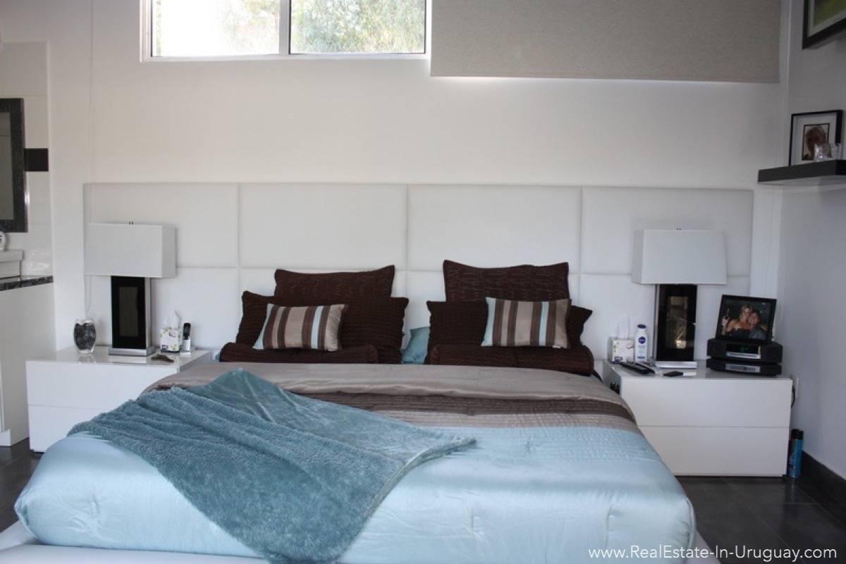Modern Home in Parque Burnet - Master Bedroom