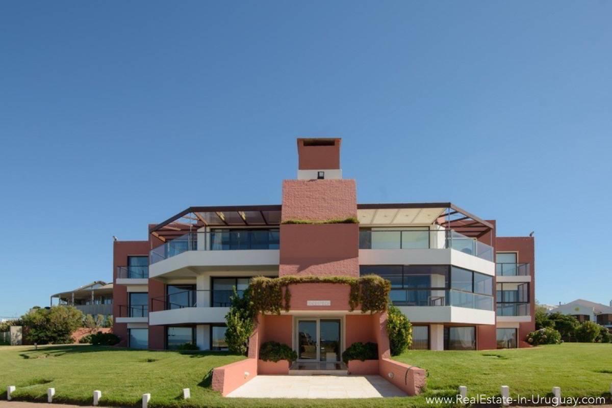 Ocean Front Apartment - Building Entrance