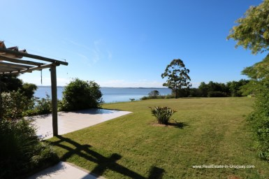 Home on 6.7 Hectares on the East Side of Laguna del Sauce by Punta Ballena