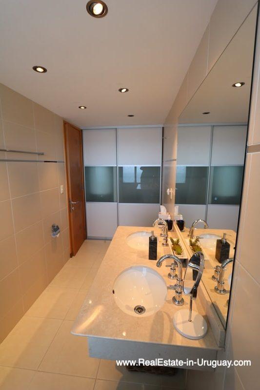 Maste Bathroom of Bright Modern Apartment with Sea Views in Punta del Este