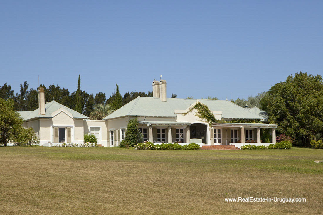 Outside of Country Style Ranch near the Golf Course of La Barra on 35 Hectares