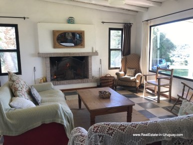 6408 115 Hectares with a Restored old Building in Garzon - Living room