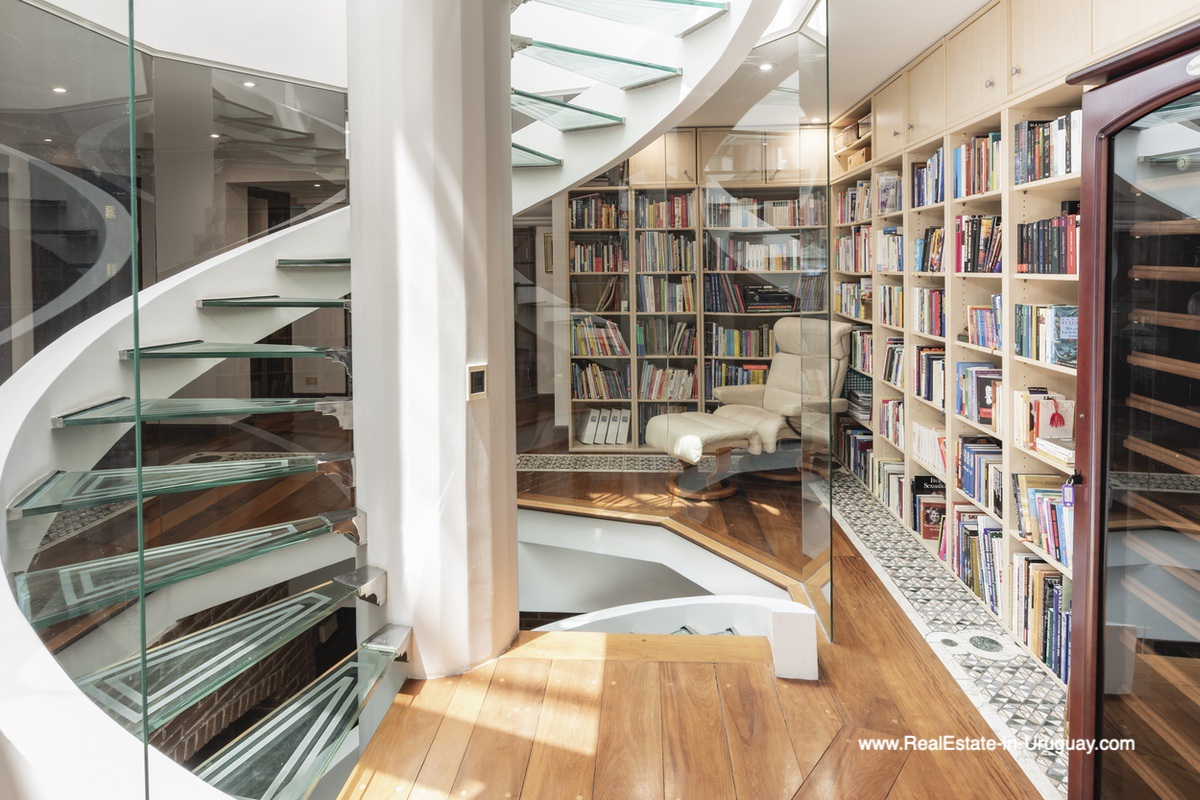 Staircase and library of Frontline Estate on the Mansa Beach in Punta del Este with incredible Views