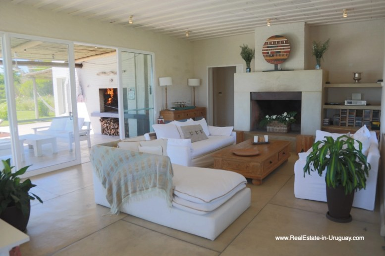 6500 Country House in Jose Ignacio with Lagoon Views - Living room fireplace