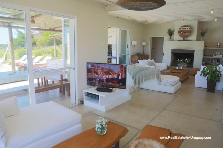 6500 Country House in Jose Ignacio with Lagoon Views - Living room