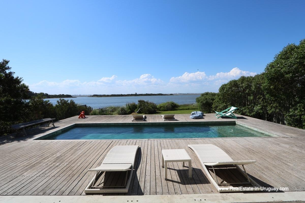 Deck and pool of Modern Home in Santa Monica near Jose Ignacio on the Lagoon