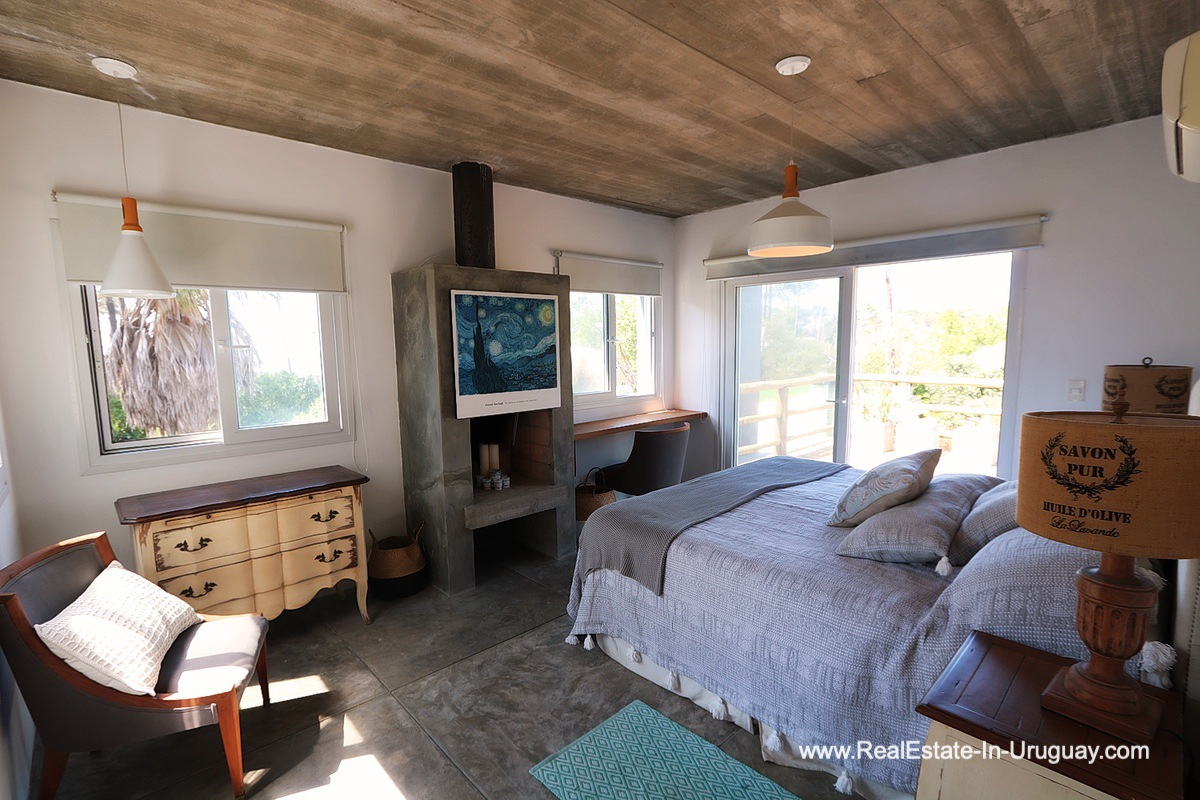 Mastersuite of Modern Home in the Montoya Area by La Barra
