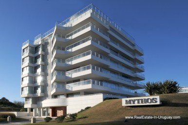 Building of Apartment opposite the Ocean in Punta del Este