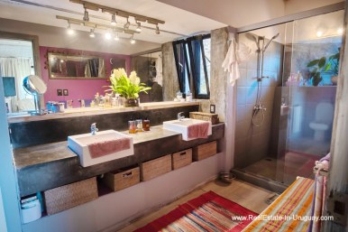 Master Bathroom of House on a Double Lot with Sea Views in Punta Ballena
