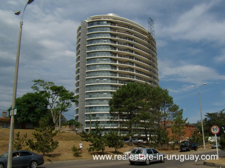 Building of Penthouse in Central Location in Punta del Este