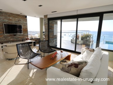 Living of Penthouse by the Punta del Este Harbor