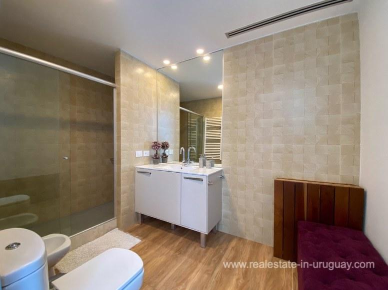 6854 Modern House on Laguna del Sauce - Bathroom4