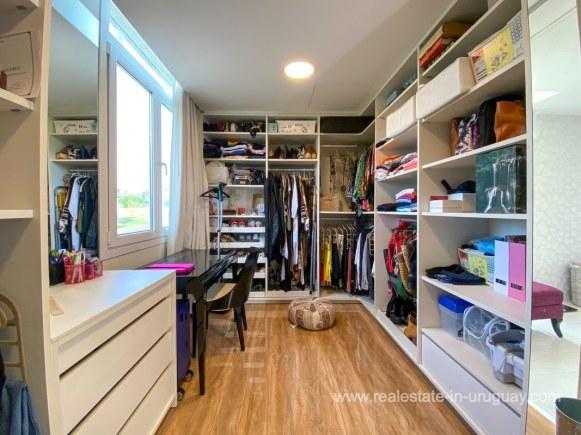 6854 Modern House on Laguna del Sauce - Closet4