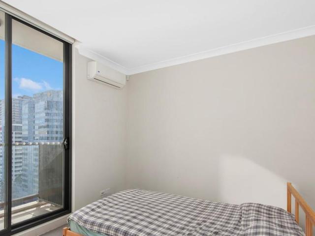 Aangeleverde redactie De voormalige NRL-ster Jarryd Hayne heeft makelaars vanuit zijn gevangeniscel opdracht gegeven om een van zijn laatste investeringsappartementen te verkopen. 260/109-111 George Street, Parramatta, NSW 2150