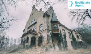 Would you live in a haunted house?