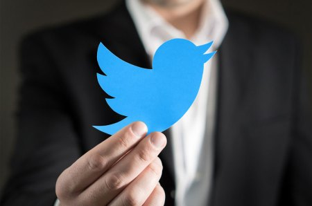 Real estate agent with Twitter logo in hand