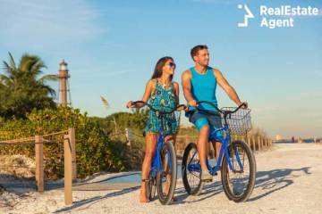 florida beach couple biking