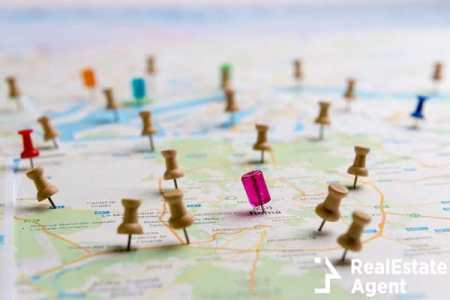 making location on a map pins