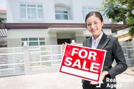 portrait of a lovely female broker