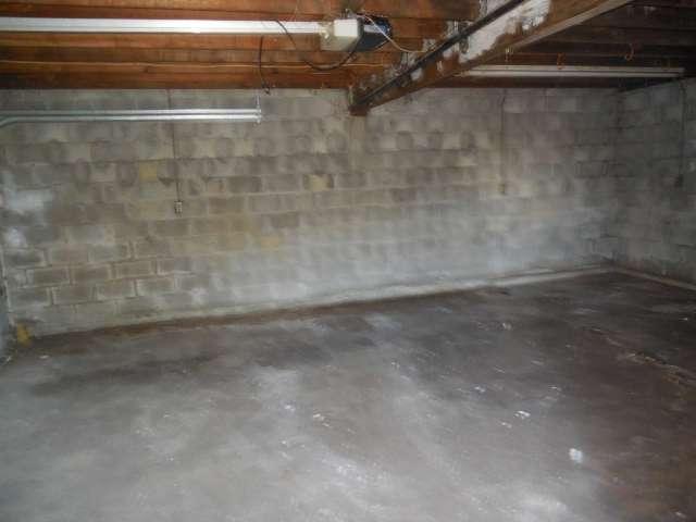 garage-interior-561-881695-17