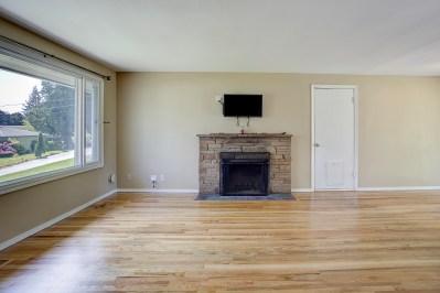 livingrm Laurie Way Announces | Des Moines Multi-Level Home with Large Yard!
