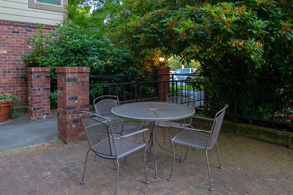 WEB-courtyard1 LAURIE WAY ANNOUNCES | QUEEN ANNE VIEW CONDOMINIUM | 566 PROSPECT ST #406