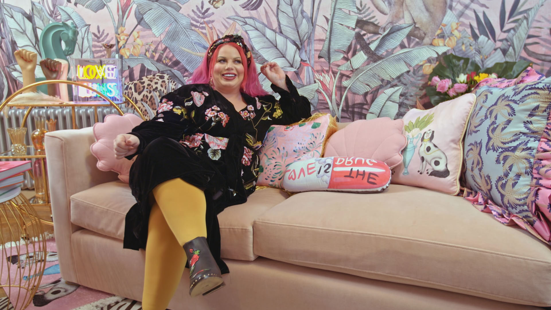 From bold colours to the tiniest of details, lynsey and siobhan were the two finalists to land a place in the final, having impressed the judges the most. Who Is Siobhan On Interior Design Masters Instagram And Home Explored